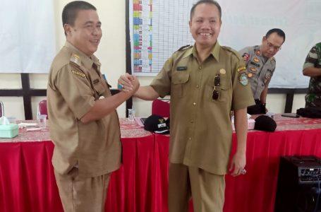Camat Kuala Behe diserahkan kepada Ricky.Sh
