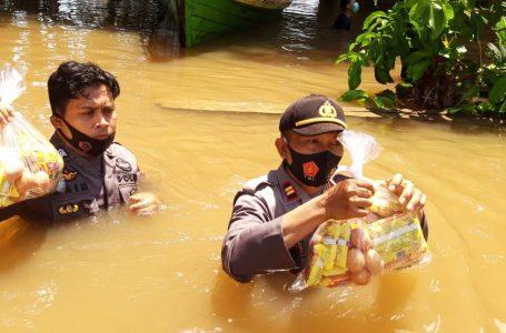 Salut, Terobos banjir personel polsek kota salurkan bantuan Korban Banjir