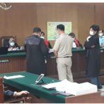 Saksi M Andre saat diperlihatkan Photo copy KK yang diduga palsu